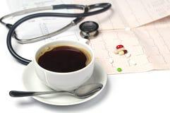 Cuvette de café et d'électrocardiogramme Images libres de droits