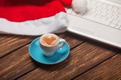 Cuvette de café et d'ordinateur portatif Images stock