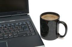 Cuvette de café et d'ordinateur portatif Image libre de droits
