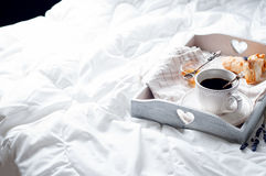 Cuvette de café et de fleur Images stock