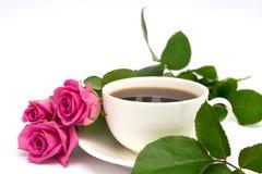 Cuvette de café et de roses Photos stock