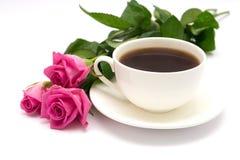 Cuvette de café et de roses Image stock