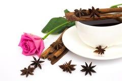 Cuvette de café et de roses Image libre de droits