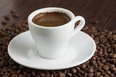Cuvette de café intense images stock