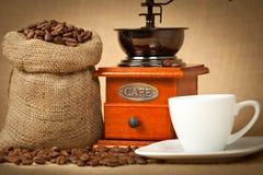 Cuvette de café, rectifieuse et sac à toile de jute de café Image libre de droits