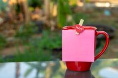 Cuvette de café rouge images libres de droits