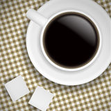 Cuvette de café sur la nappe de Brown Photos stock