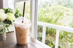 Cuvette de café sur la table photos libres de droits
