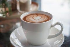 Cuvette de café sur la table en bois Photographie stock