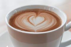 Cuvette de café sur la table en bois Image libre de droits