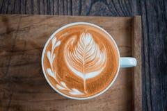 Cuvette de café sur la table en bois Images libres de droits