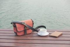 Cuvette de café sur le bois Photos libres de droits