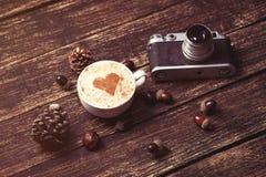 Cuvette de café sur le fond en bois Photo libre de droits