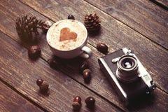 Cuvette de café sur le fond en bois Photo stock