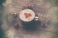 Cuvette de café sur le fond en bois Images stock