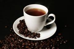 Cuvette de café sur le noir Image libre de droits