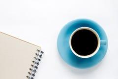 Cuvette de café sur un fond blanc Images libres de droits