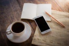 Cuvette de café sur une table en bois Photos stock