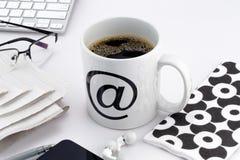 Cuvette de café avec au symbole Image libre de droits