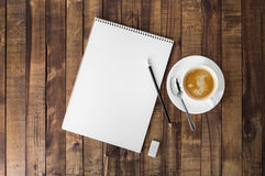 Cuvette de cahier et de café Photo stock