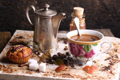 Cuvette de coffe sur le petit déjeuner Photos stock