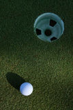 Cuvette de début de la matinée de balle de golf Photo stock