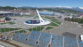 Cuvette de feu olympique de SOTCHI, RUSSIE Sotchi dans l'antenne de parc olympique Cuvette de feu olympique de Sotchi en parc Ste Photo stock