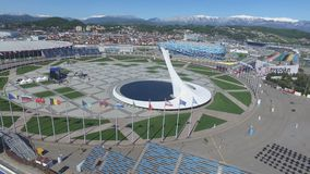 Cuvette de feu olympique de SOTCHI, RUSSIE Sotchi dans l'antenne de parc olympique Cuvette de feu olympique de Sotchi en parc Ste Photos libres de droits