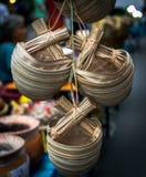 Cuvette de l'eau faite à partir des feuilles de palmier de Nypa Images libres de droits