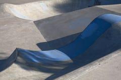 Cuvette de patin avec la languette bleue photos libres de droits