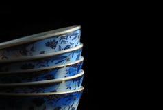 Cuvette de porcelaine sur le noir Images libres de droits
