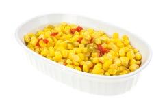 Cuvette de portion avec le maïs coupé et les poivrons coupés en tranches photos libres de droits