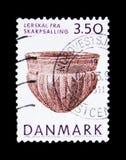 Cuvette de poterie de terre de Skarpsalling, Musée National - objets exposés de serie préhistorique de collection du Danemark, ve Photographie stock libre de droits