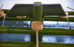 Cuvette de purification au tombeau de hachiman d'Oomiya ? Tokyo photographie stock