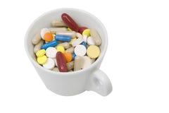 Cuvette de tablettes et de capsules multicolores Image stock