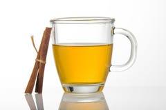 Cuvette de thé avec de la cannelle Image stock