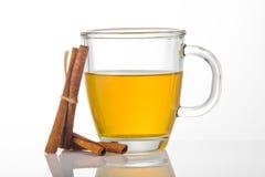 Cuvette de thé avec de la cannelle Photos libres de droits