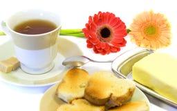Cuvette de thé avec des pains grillés Photographie stock libre de droits