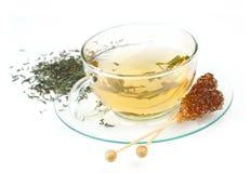 Cuvette de thé avec du sucre brun Photo stock