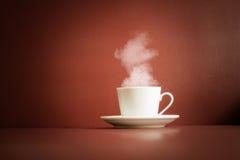 Cuvette de thé avec la vapeur Photo stock
