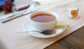 Cuvette de thé avec le citron Image libre de droits