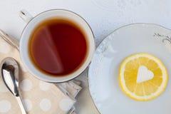 Cuvette de thé avec le citron images libres de droits