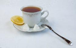 Cuvette de thé avec le citron photo libre de droits