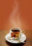Cuvette de thé chaud photographie stock libre de droits