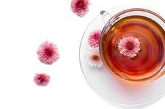 Cuvette de thé de fines herbes avec des fleurs Images libres de droits