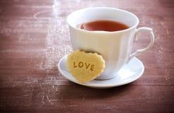 Cuvette de thé et de biscuit Photographie stock