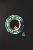 Cuvette de thé noir image stock
