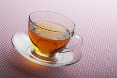 Cuvette de thé sur le fond rose Image libre de droits
