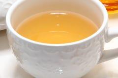 Cuvette de thé vert chaud photographie stock libre de droits