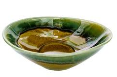 Cuvette en céramique verte et brune photos stock